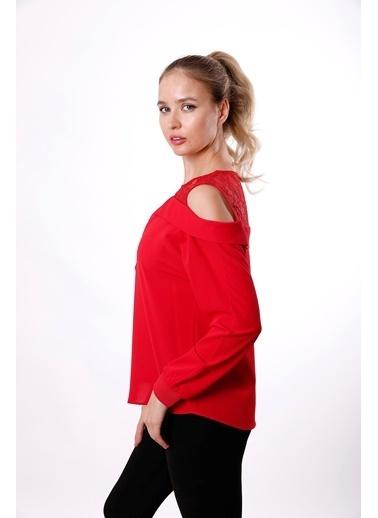 Clıche  Kırmızı Omuzu Açık Yakası Dantelli Uzun Kollu Bluz  Kırmızı